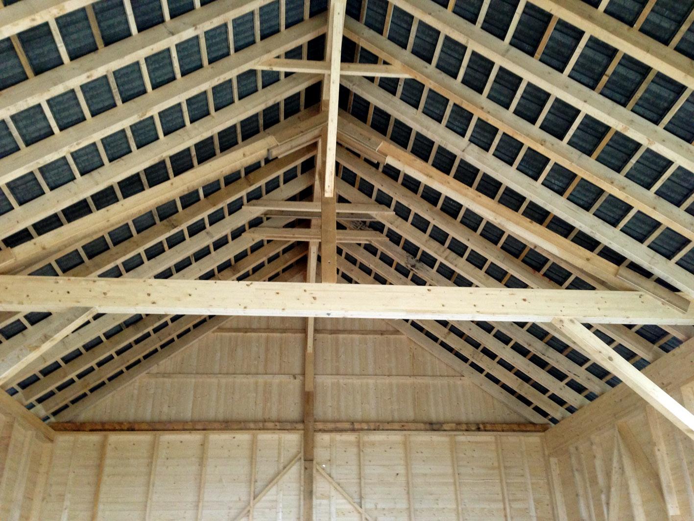 Holzdachstuhl in einer Scheune / Nebengebäude by Z+H Weber